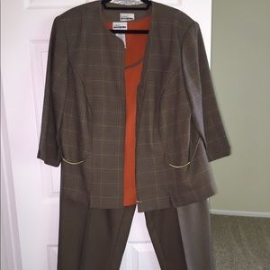 Women's 3-piece pant suit